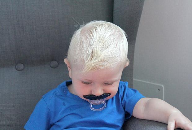Chupete con forma de bigote de Hamleys