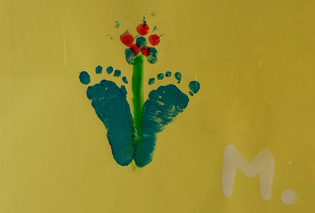 Mark y el dibujo de sus piececitos cuando era un bebé
