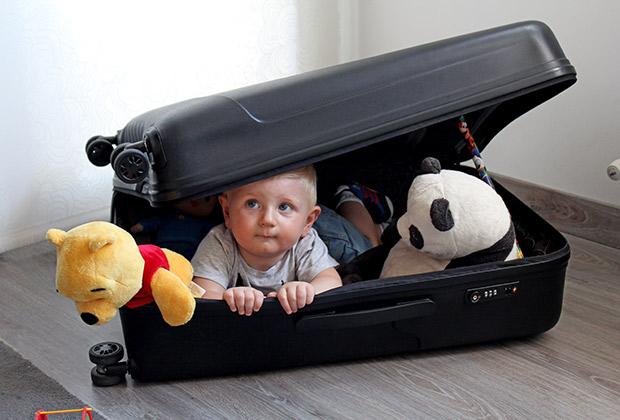 Mark preparando su maleta para ir a Londres