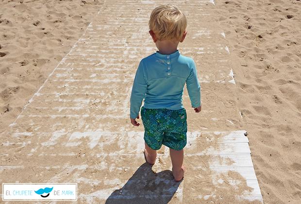 Prendas y accesorios para playa y piscina el chupete de mark - Piscina infantil decathlon ...