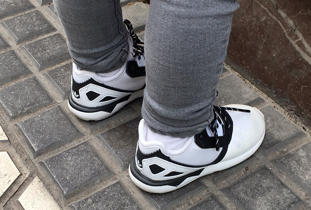 Outfit para bebés y niños con el chupete de Mark. Zapatillas adidas Tubular Runner de Star Wars.