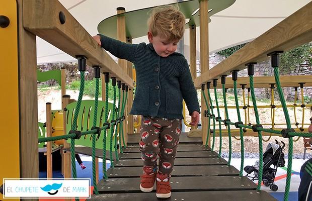 Outfit para bebés y niños con el chupete de Mark. Acompañado por zorritos de Zara kids y Baby Love.