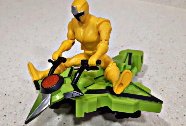 El chupete de Mark con las Ninja Steel Motos Power Rangers de Bandai