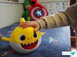 El chupete de Mark, Baby Shark y Bandai.